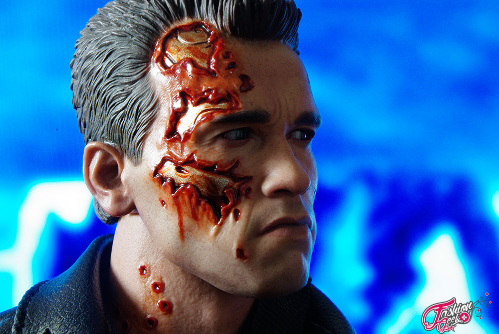 T-800-Battle-Damaged-Vers-HotToys19