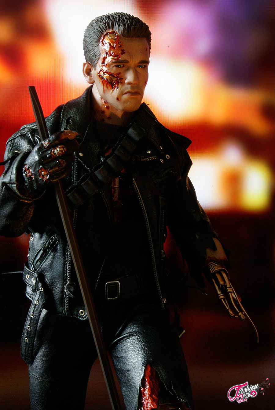 T-800-Battle-Damaged-Vers-HotToys39
