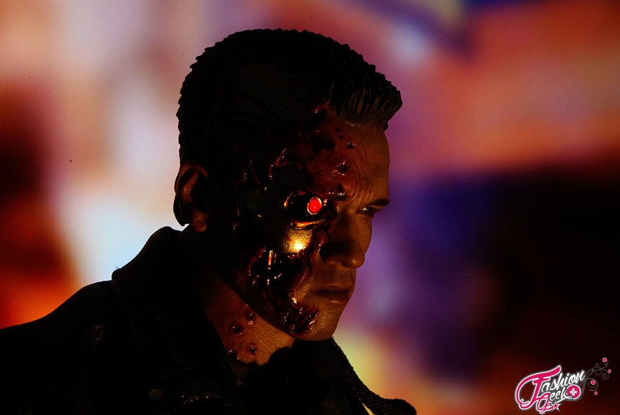 T-800-Battle-Damaged-Vers-HotToys49