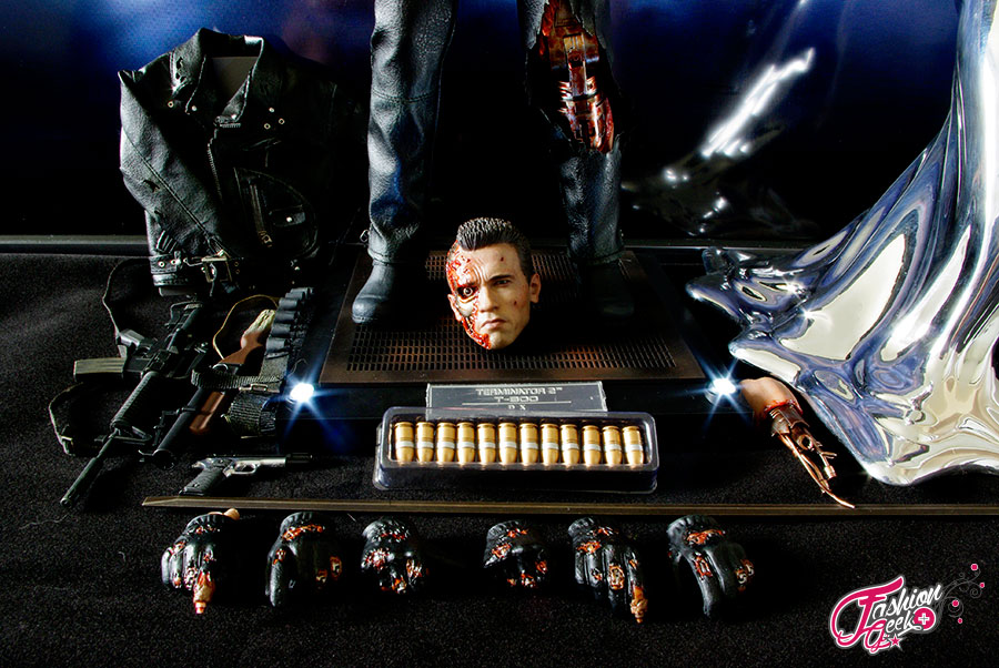 T-800-Battle-Damaged-Vers-HotToys54