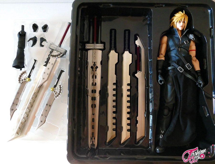 FFVII-cloud-PlayArtsKai-unboxing5