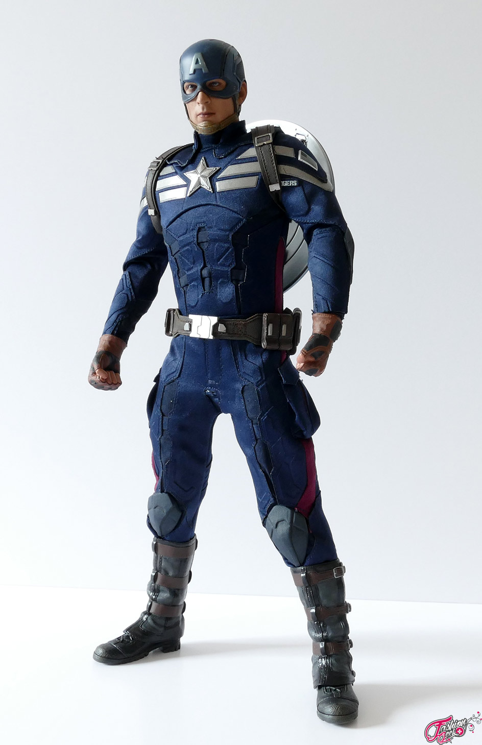 Captain-America-Hottoys-Winter-21